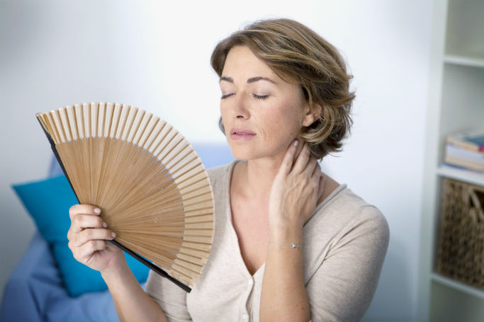 Климакс у женщин: симптомы, лечение и изменения в характере